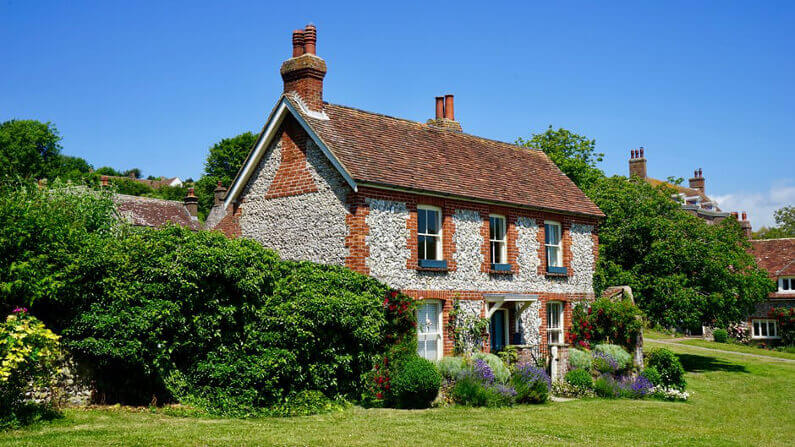 Everything You Need to Know About Buying an Old House