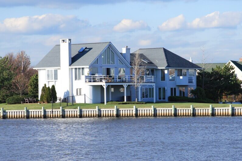 4 Helpful Tips for Selling Your Waterfront Property